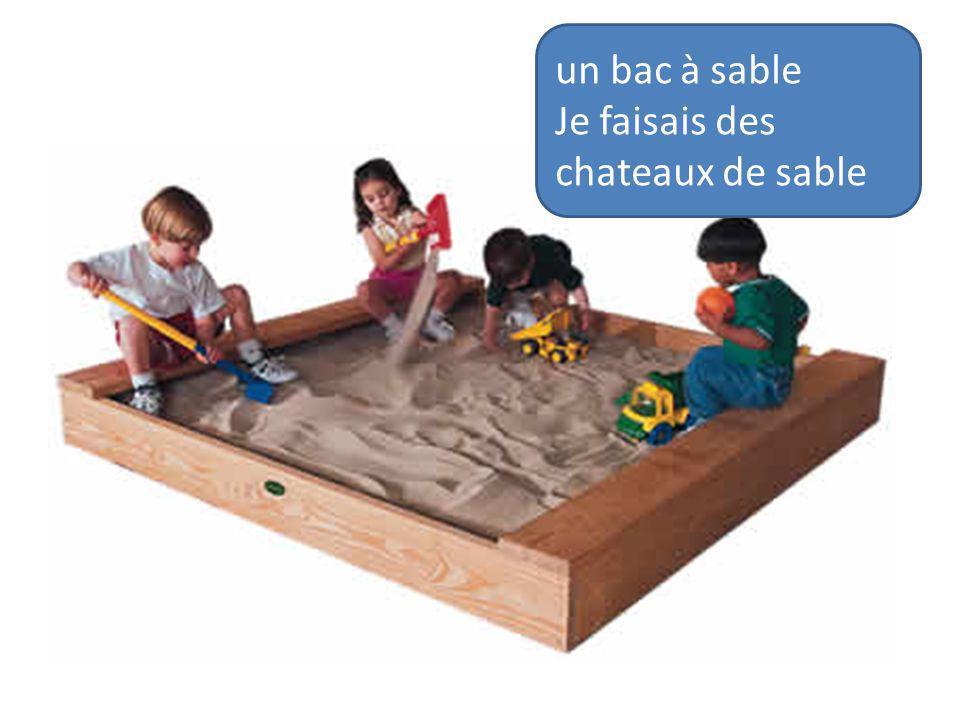 un bac à sable Je faisais des chateaux de sable