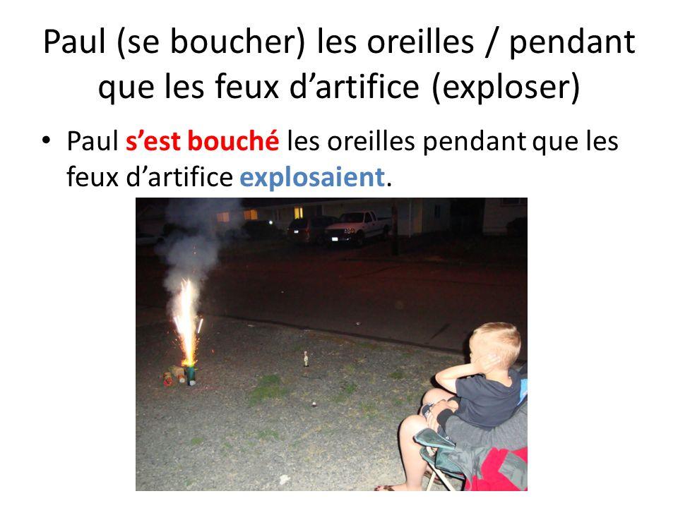 Paul (se boucher) les oreilles / pendant que les feux d'artifice (exploser)