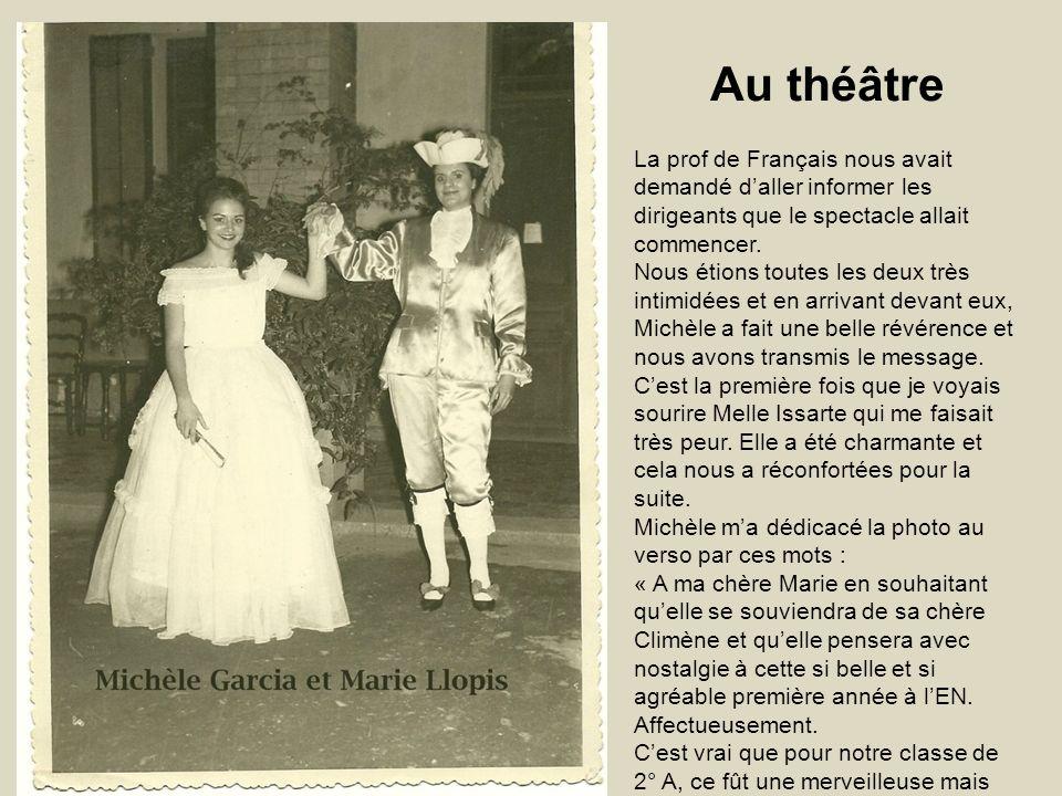 Au théâtre La prof de Français nous avait demandé d'aller informer les dirigeants que le spectacle allait commencer.