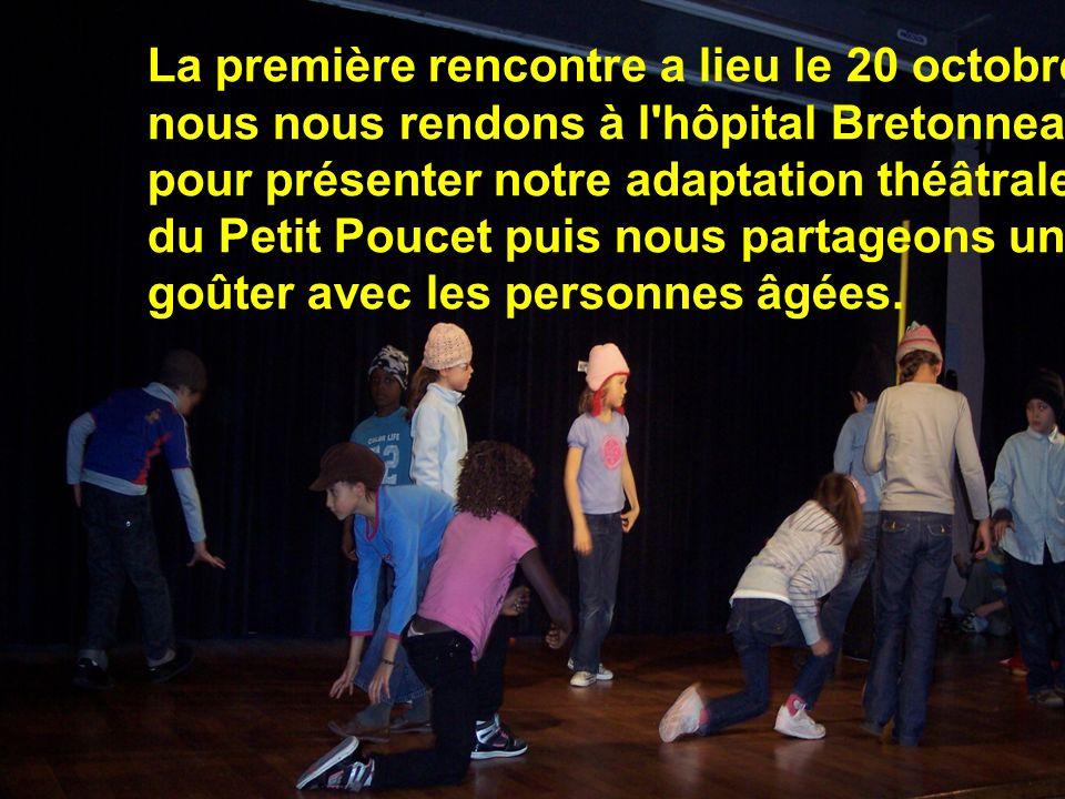 La première rencontre a lieu le 20 octobre: nous nous rendons à l hôpital Bretonneau pour présenter notre adaptation théâtrale du Petit Poucet puis nous partageons un goûter avec les personnes âgées.