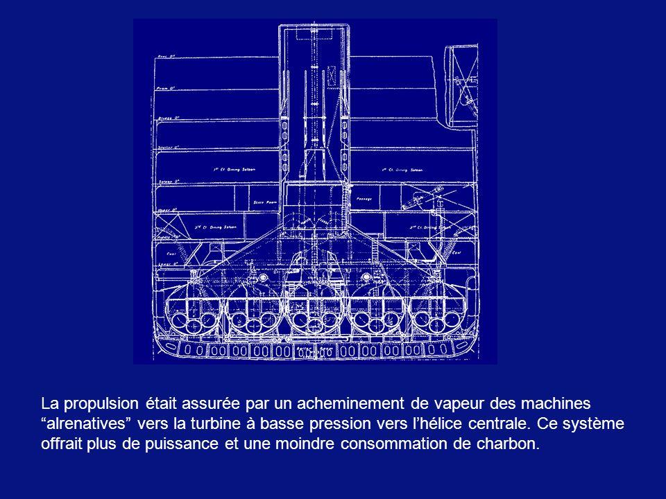 La propulsion était assurée par un acheminement de vapeur des machines alrenatives vers la turbine à basse pression vers l'hélice centrale.