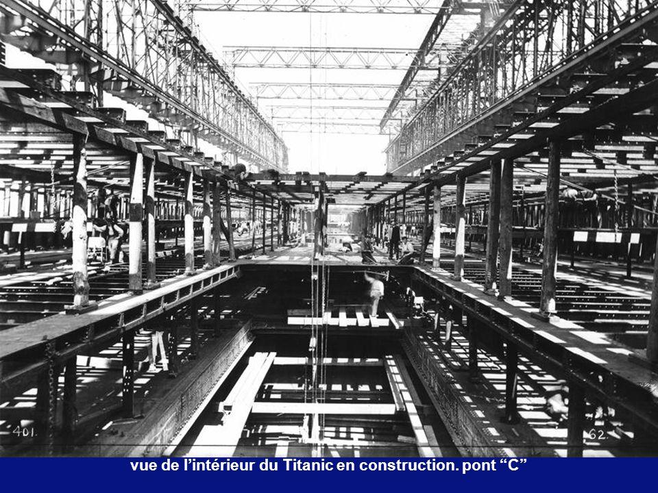 vue de l'intérieur du Titanic en construction. pont C