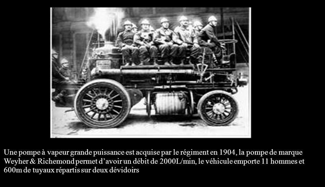 Une pompe à vapeur grande puissance est acquise par le régiment en 1904, la pompe de marque Weyher & Richemond permet d'avoir un débit de 2000L/min, le véhicule emporte 11 hommes et 600m de tuyaux répartis sur deux dévidoirs