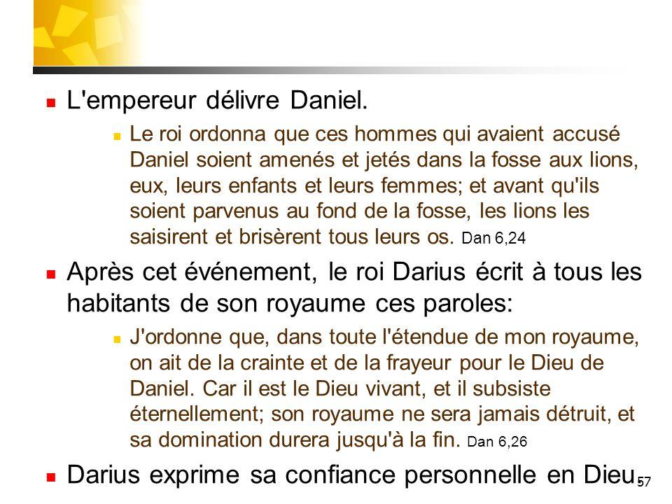 L empereur délivre Daniel.