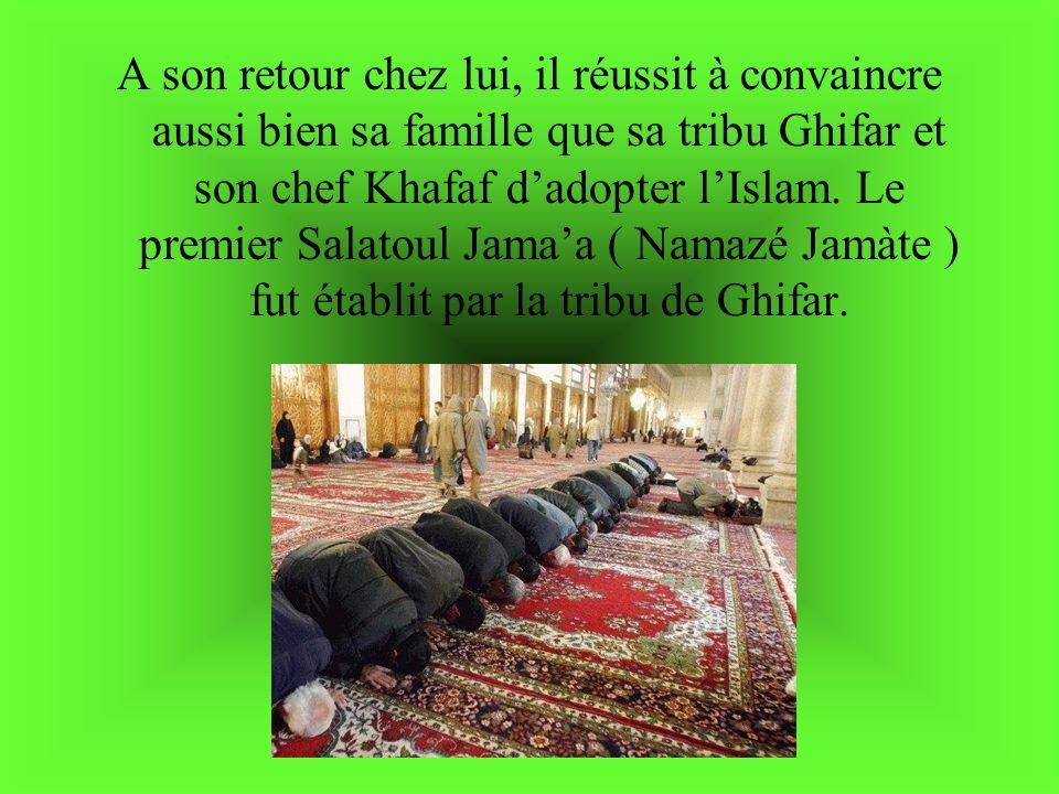 A son retour chez lui, il réussit à convaincre aussi bien sa famille que sa tribu Ghifar et son chef Khafaf d'adopter l'Islam.