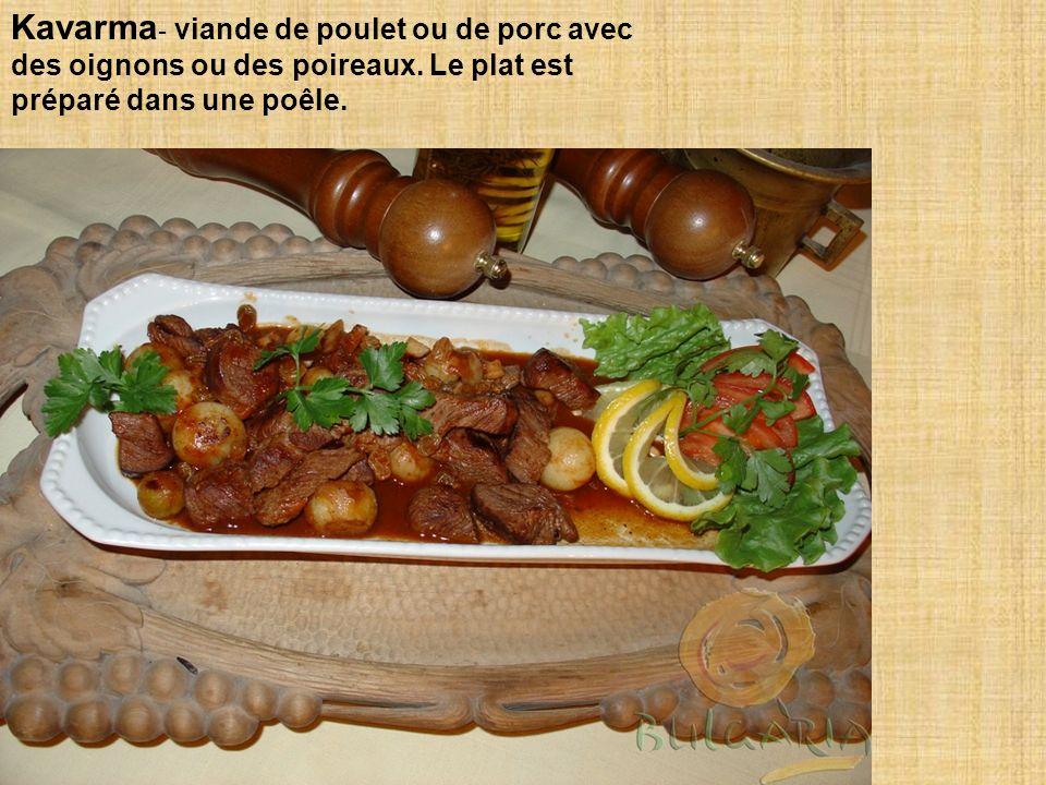 Kavarma- viande de poulet ou de porc avec des oignons ou des poireaux
