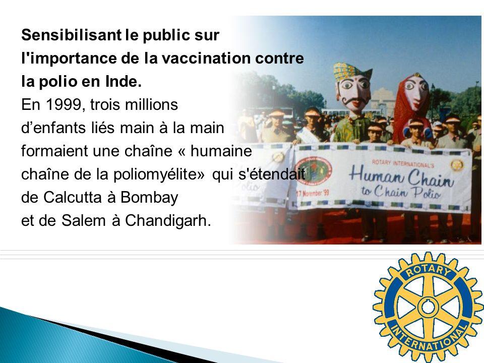 Sensibilisant le public sur l importance de la vaccination contre la polio en Inde. En 1999, trois millions