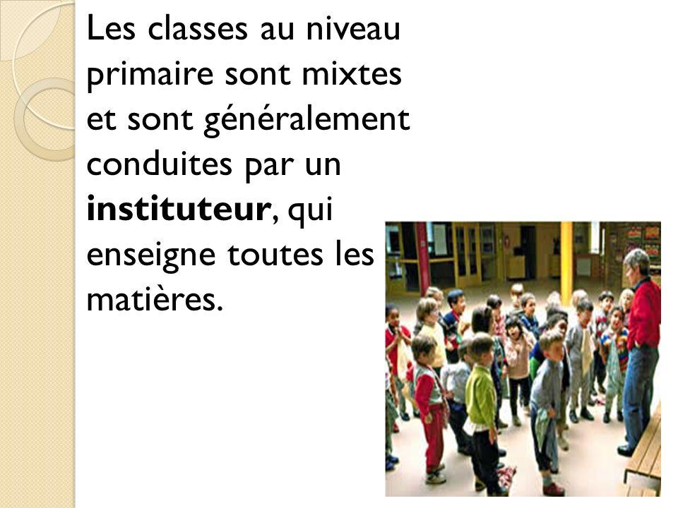 Les classes au niveau primaire sont mixtes et sont généralement conduites par un instituteur, qui enseigne toutes les matières.