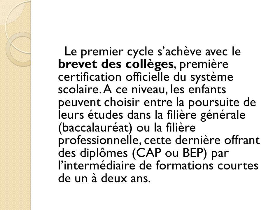 Le premier cycle s'achève avec le brevet des collèges, première certification officielle du système scolaire.