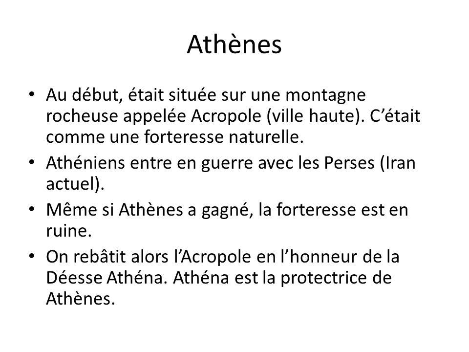Athènes Au début, était située sur une montagne rocheuse appelée Acropole (ville haute). C'était comme une forteresse naturelle.