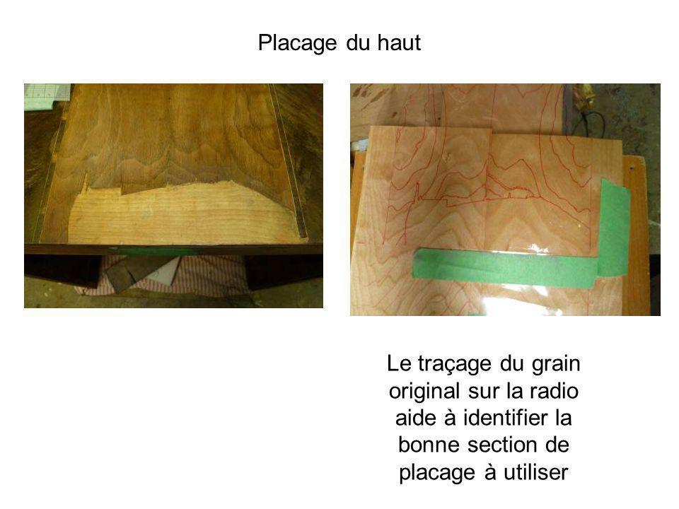 Placage du haut Le traçage du grain original sur la radio aide à identifier la bonne section de placage à utiliser.