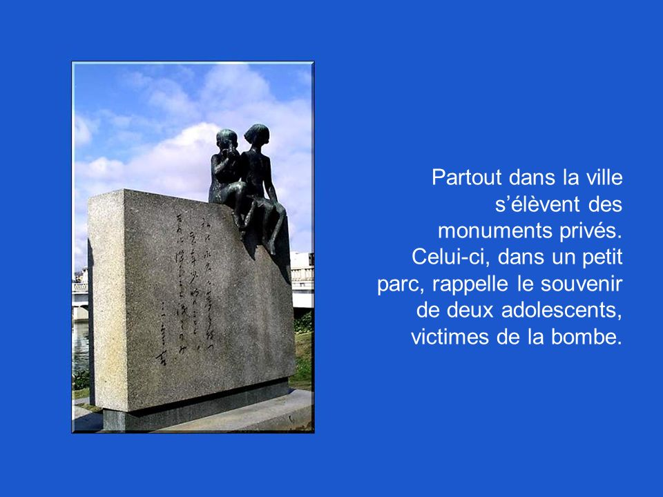 Partout dans la ville s'élèvent des monuments privés