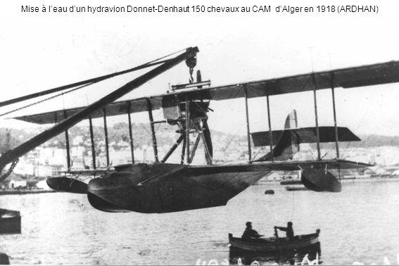 Mise à l'eau d'un hydravion Donnet-Denhaut 150 chevaux au CAM d'Alger en 1918 (ARDHAN)