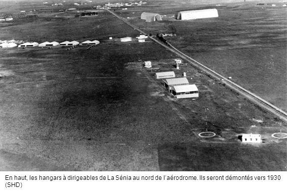 En haut, les hangars à dirigeables de La Sénia au nord de l'aérodrome