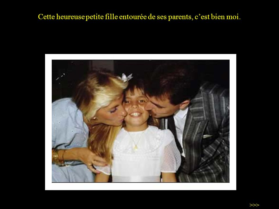 Cette heureuse petite fille entourée de ses parents, c'est bien moi.