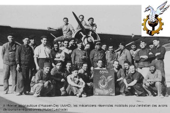 A l'Atelier aéronautique d Hussein-Dey (AAHD), les mécaniciens réservistes mobilisés pour l entretien des avions de tourisme réquisitionnés (Hubert Lestrade)