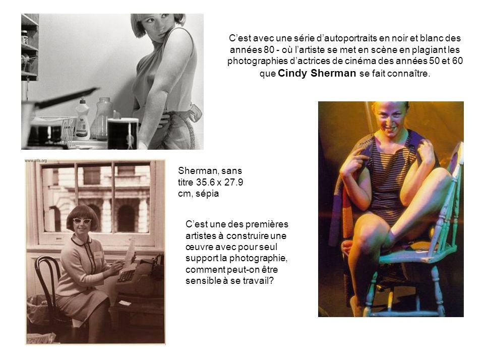 C'est avec une série d'autoportraits en noir et blanc des années 80 - où l'artiste se met en scène en plagiant les photographies d'actrices de cinéma des années 50 et 60 que Cindy Sherman se fait connaître.
