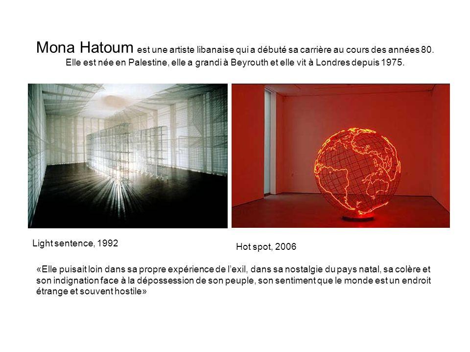 Mona Hatoum est une artiste libanaise qui a débuté sa carrière au cours des années 80. Elle est née en Palestine, elle a grandi à Beyrouth et elle vit à Londres depuis 1975.