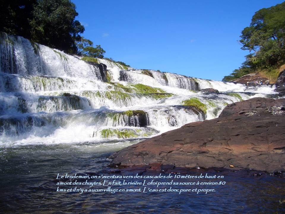 Le lendemain, on s'aventura vers des cascades de 10 mètres de haut en amont des chuytes.