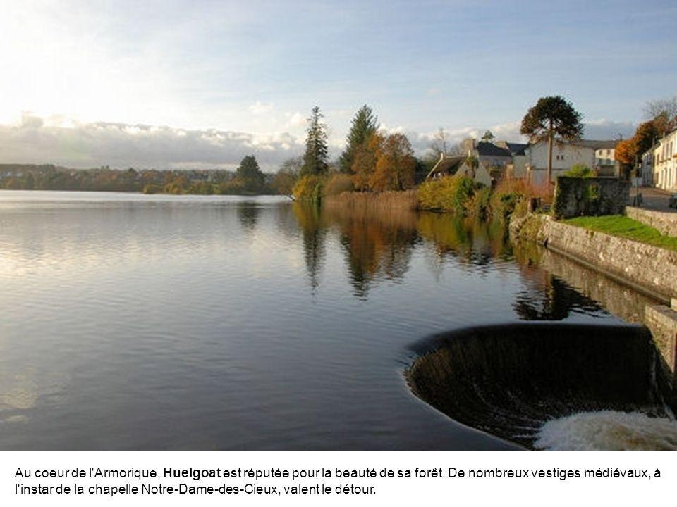 Au coeur de l Armorique, Huelgoat est réputée pour la beauté de sa forêt.