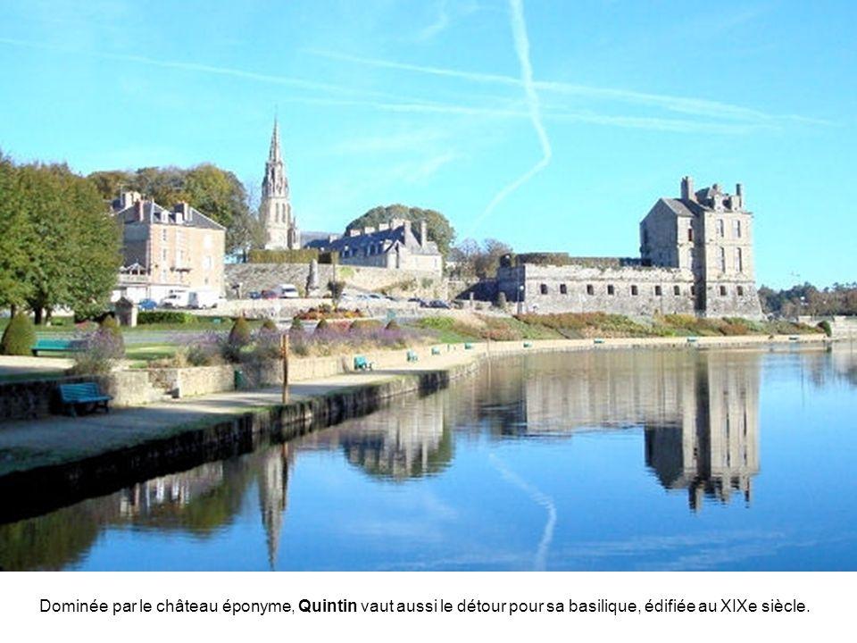 Dominée par le château éponyme, Quintin vaut aussi le détour pour sa basilique, édifiée au XIXe siècle.