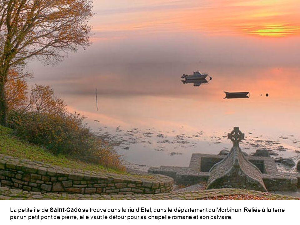 La petite île de Saint-Cado se trouve dans la ria d Etel, dans le département du Morbihan.