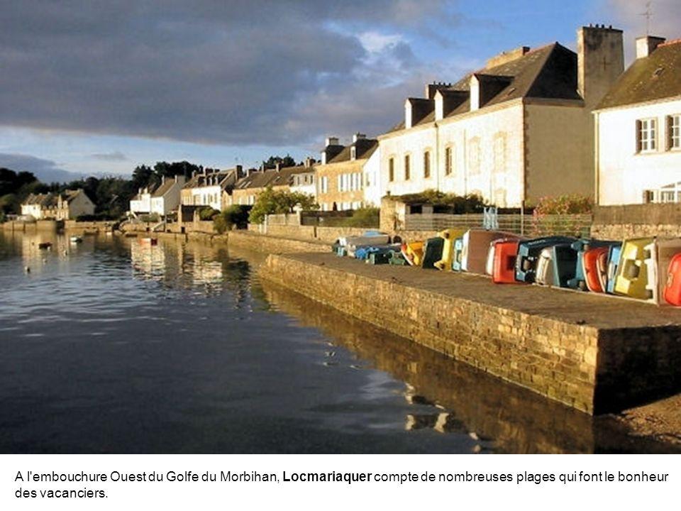 A l embouchure Ouest du Golfe du Morbihan, Locmariaquer compte de nombreuses plages qui font le bonheur des vacanciers.