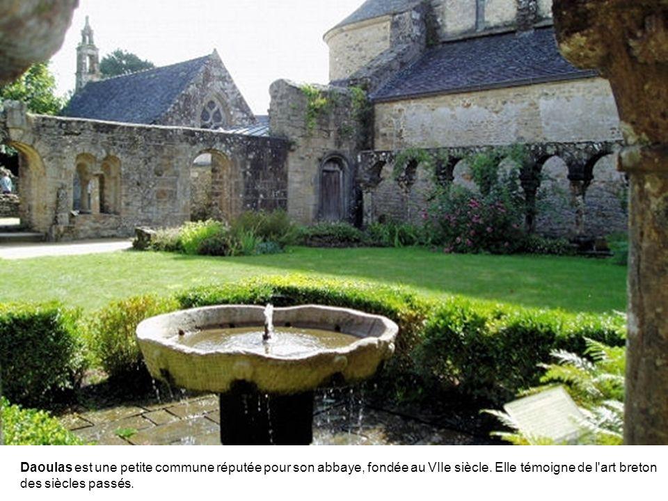 Daoulas est une petite commune réputée pour son abbaye, fondée au VIIe siècle.