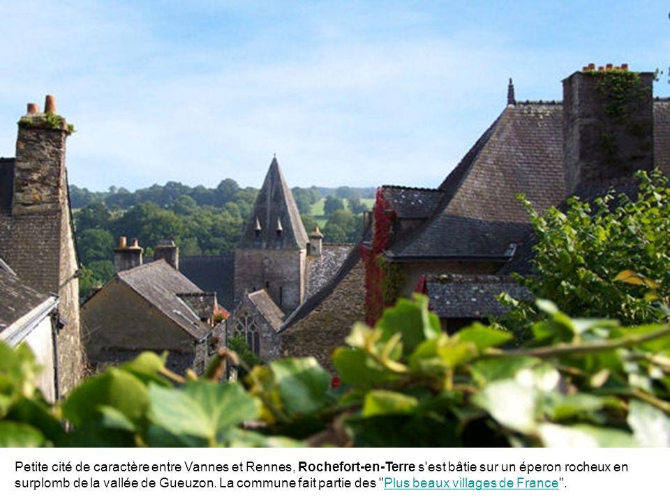 Petite cité de caractère entre Vannes et Rennes, Rochefort-en-Terre s est bâtie sur un éperon rocheux en surplomb de la vallée de Gueuzon.