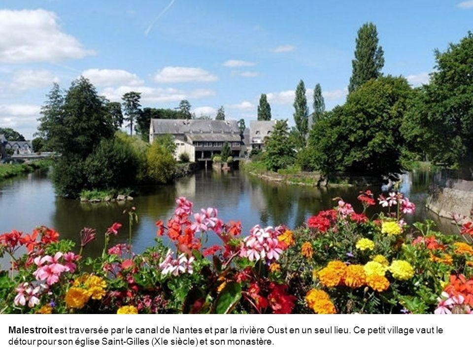 Malestroit est traversée par le canal de Nantes et par la rivière Oust en un seul lieu.