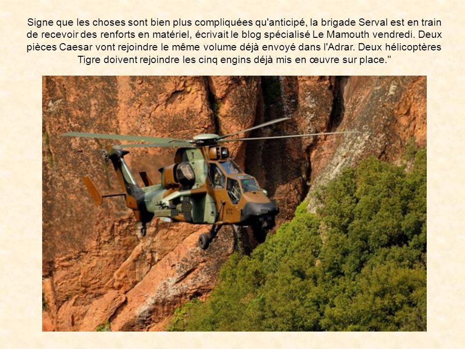 Signe que les choses sont bien plus compliquées qu anticipé, la brigade Serval est en train de recevoir des renforts en matériel, écrivait le blog spécialisé Le Mamouth vendredi.