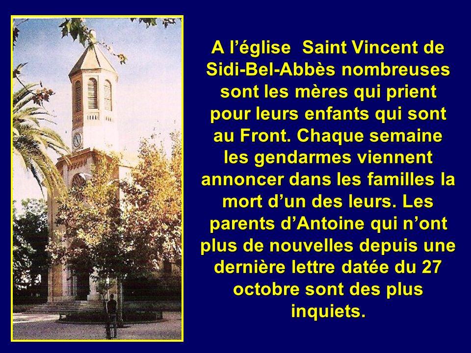 A l'église Saint Vincent de Sidi-Bel-Abbès nombreuses sont les mères qui prient pour leurs enfants qui sont au Front.