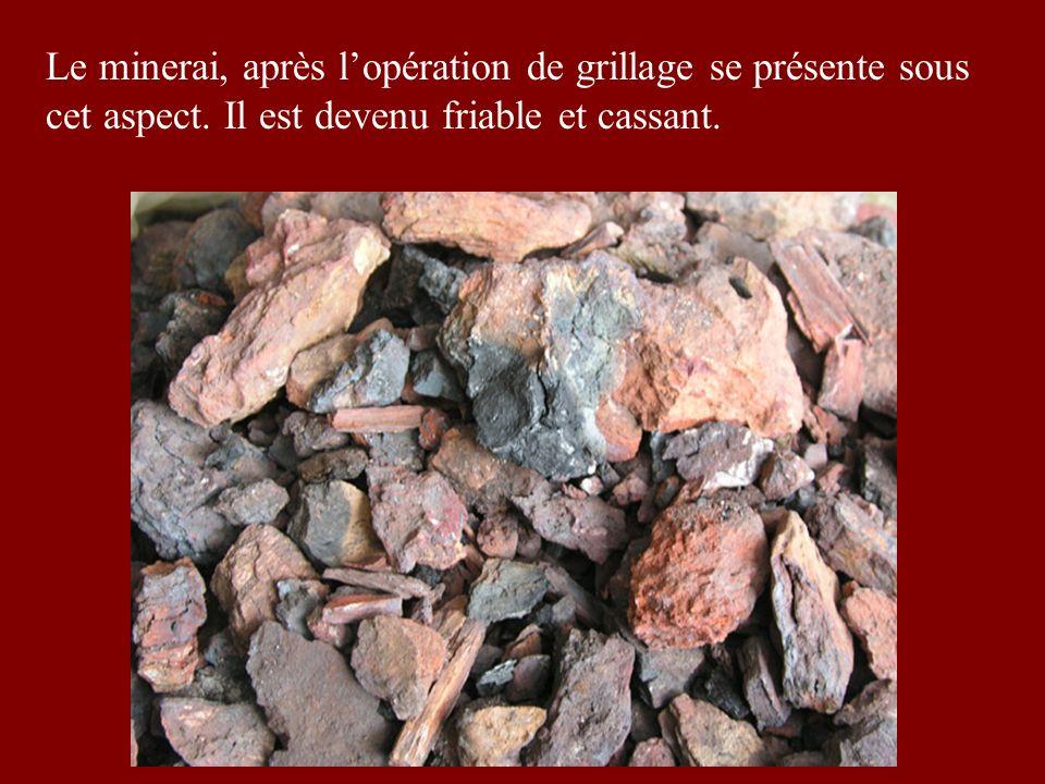 Le minerai, après l'opération de grillage se présente sous cet aspect
