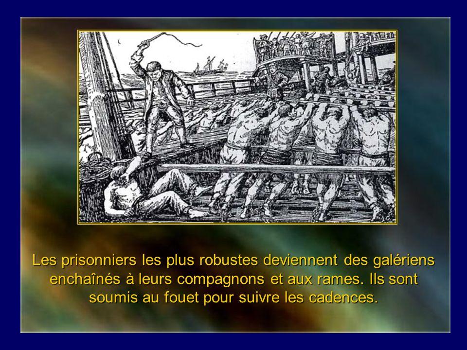 Les prisonniers les plus robustes deviennent des galériens enchaînés à leurs compagnons et aux rames.