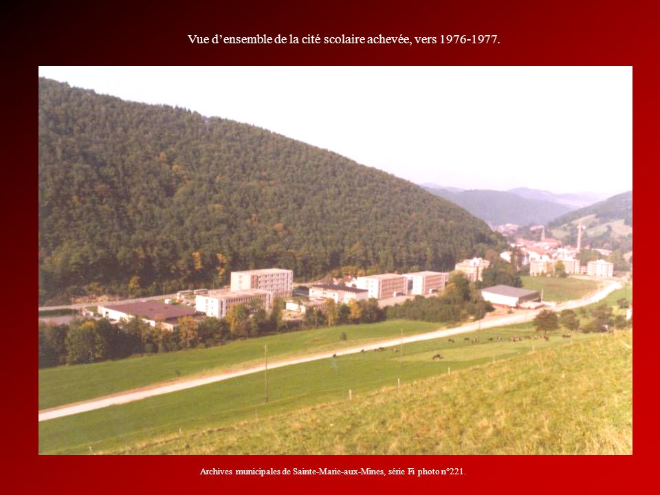 Vue d'ensemble de la cité scolaire achevée, vers 1976-1977.