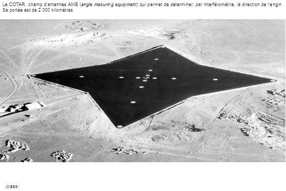Le COTAR, champ d'antennes AME (angle mesuring equipment) qui permet de déterminer, par interférométrie, la direction de l'engin. Sa portée est de 2 000 kilomètres