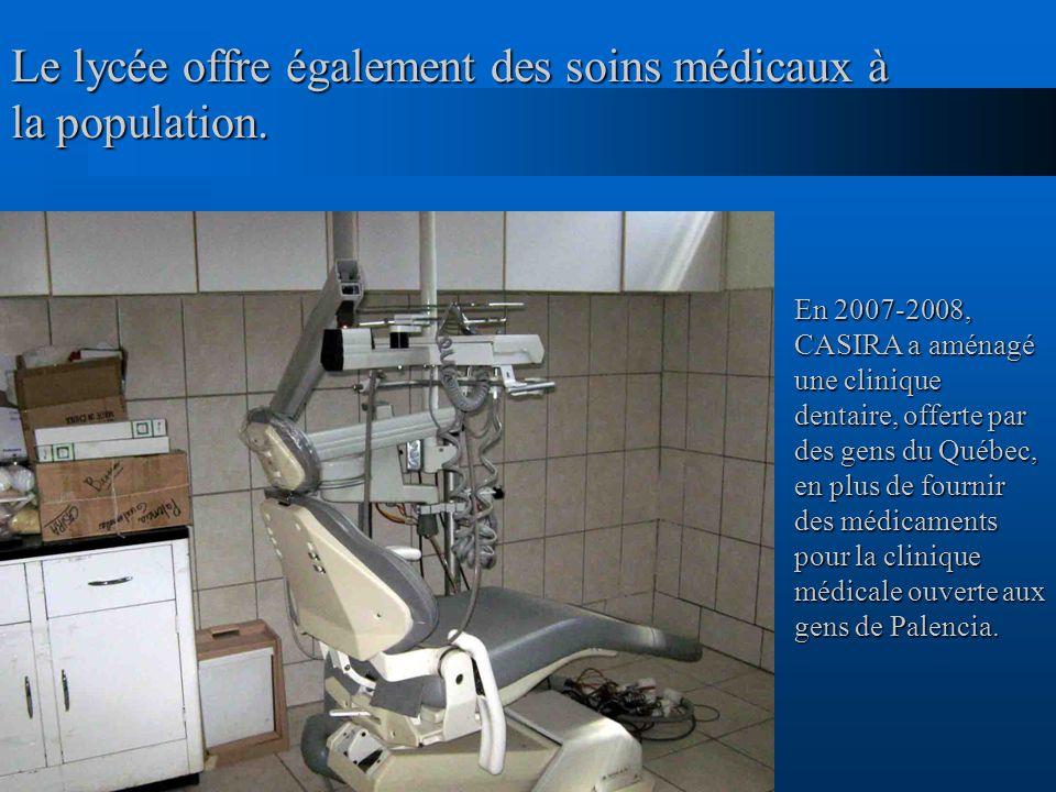 Le lycée offre également des soins médicaux à la population.