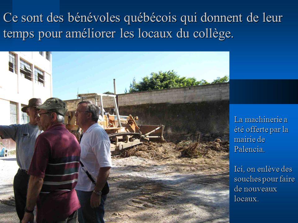 Ce sont des bénévoles québécois qui donnent de leur temps pour améliorer les locaux du collège.