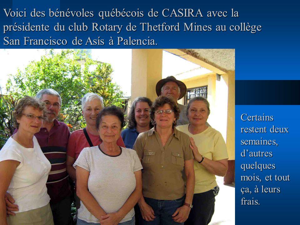 Voici des bénévoles québécois de CASIRA avec la présidente du club Rotary de Thetford Mines au collège San Francisco de Asís à Palencia.