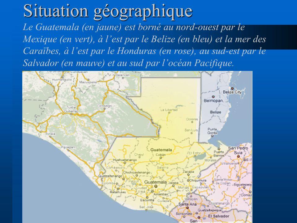 Situation géographique Le Guatemala (en jaune) est borné au nord-ouest par le Mexique (en vert), à l'est par le Belize (en bleu) et la mer des Caraïbes, à l'est par le Honduras (en rose), au sud-est par le Salvador (en mauve) et au sud par l'océan Pacifique.