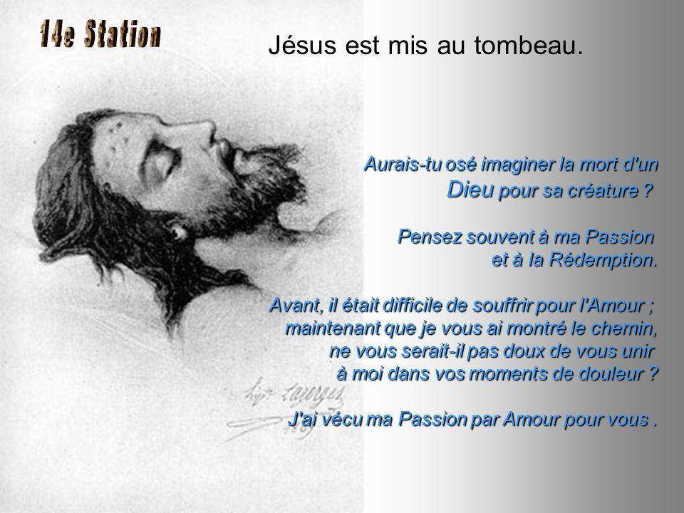 Jésus est mis au tombeau.