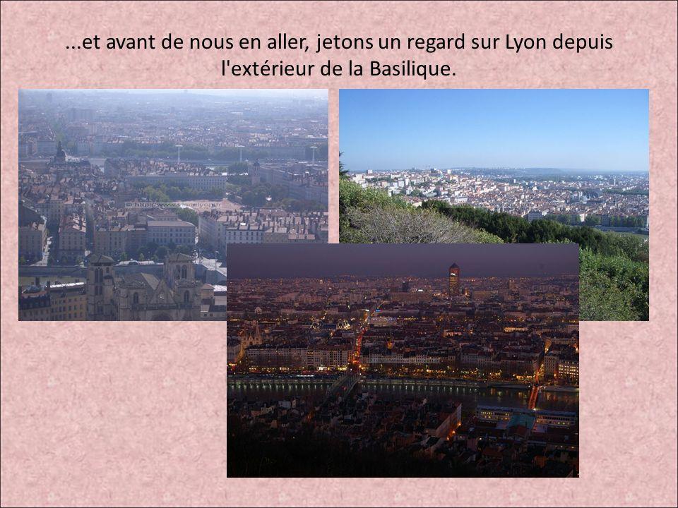 ...et avant de nous en aller, jetons un regard sur Lyon depuis l extérieur de la Basilique.