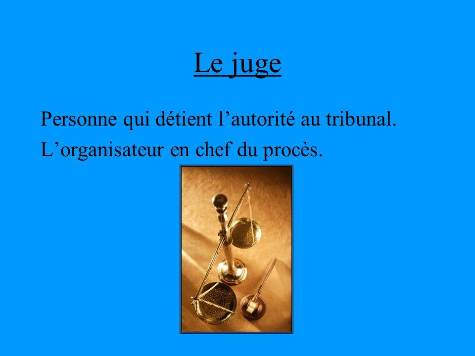 Le juge Personne qui détient l'autorité au tribunal.