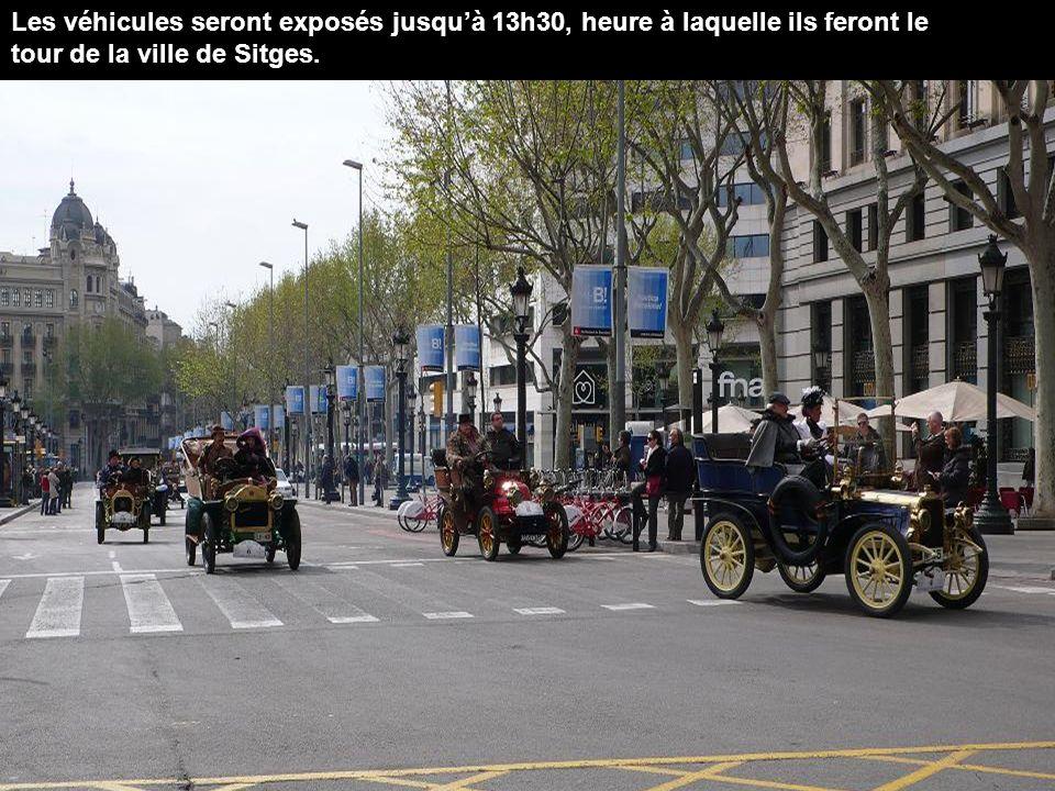 Les véhicules seront exposés jusqu'à 13h30, heure à laquelle ils feront le tour de la ville de Sitges.