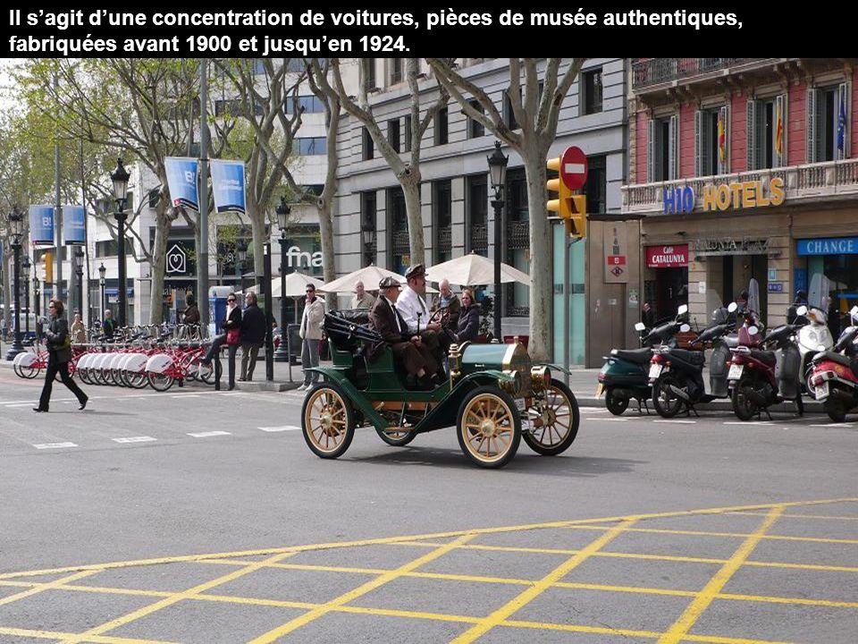 Il s'agit d'une concentration de voitures, pièces de musée authentiques, fabriquées avant 1900 et jusqu'en 1924.