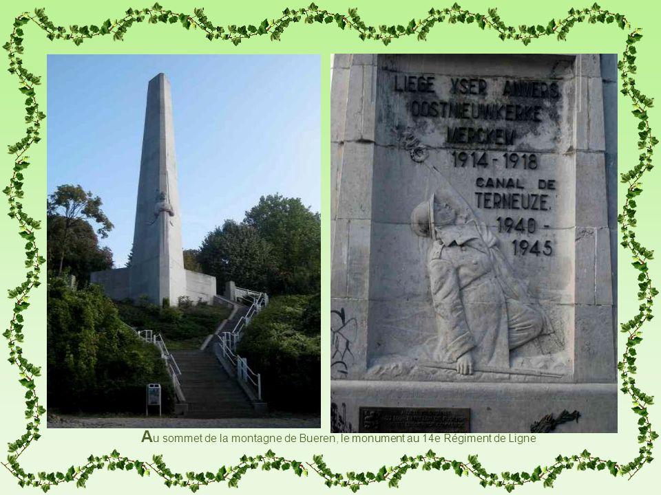 1212 Au sommet de la montagne de Bueren, le monument au 14e Régiment de Ligne