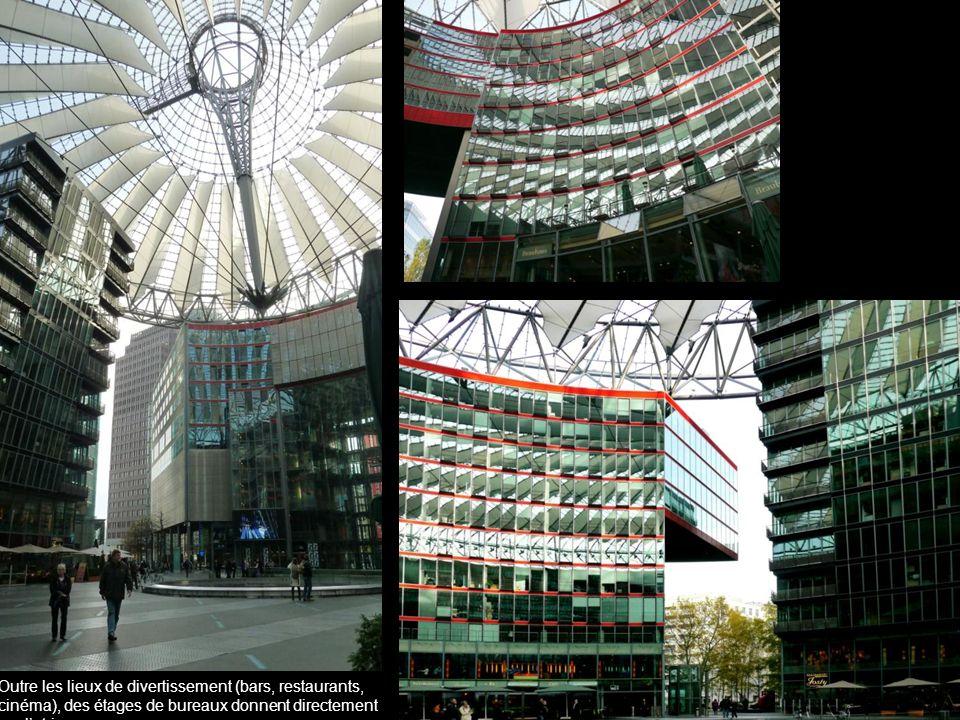 Outre les lieux de divertissement (bars, restaurants, cinéma), des étages de bureaux donnent directement sur l'atrium