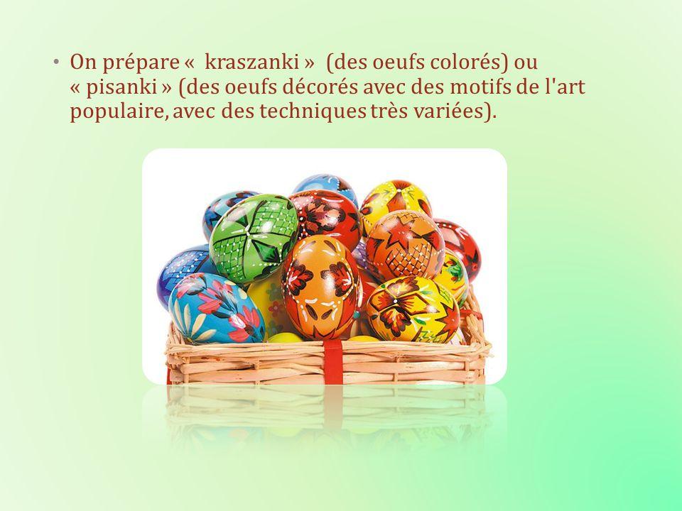 On prépare « kraszanki » (des oeufs colorés) ou « pisanki » (des oeufs décorés avec des motifs de l art populaire, avec des techniques très variées).