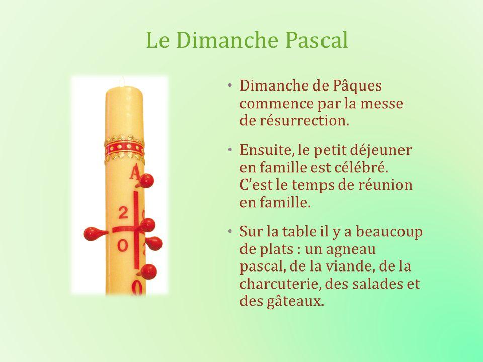 Le Dimanche Pascal Dimanche de Pâques commence par la messe de résurrection.
