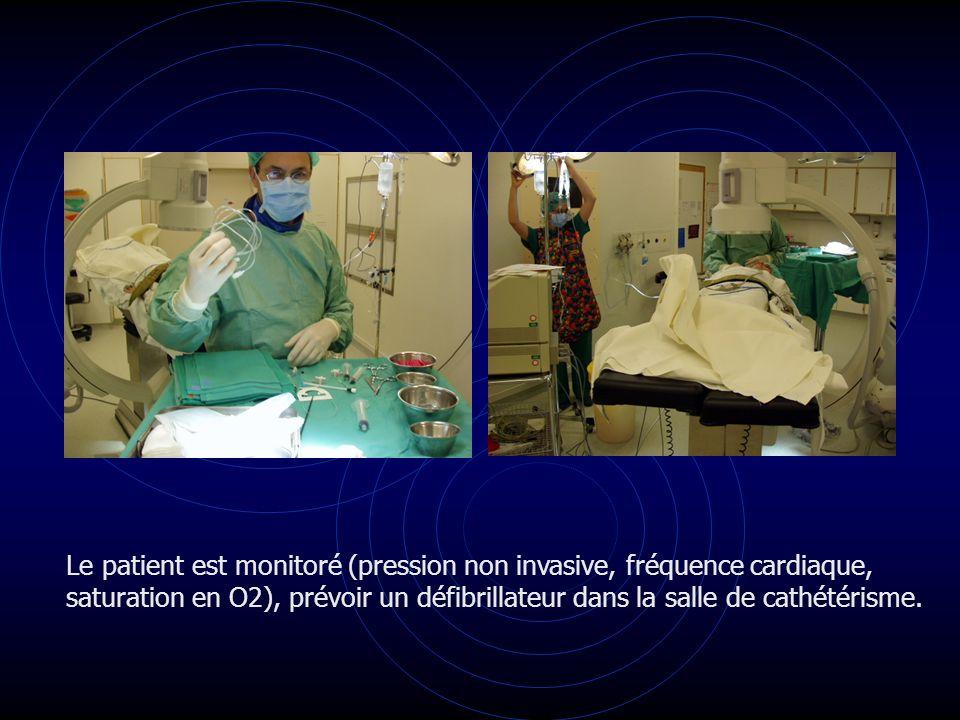 Le patient est monitoré (pression non invasive, fréquence cardiaque,
